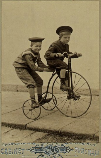 Pohľadnica chlapci bicykel retro vintage  -