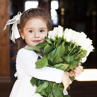 Pohľadnica dievcatko ruzicky  - k meninám, príležitosti