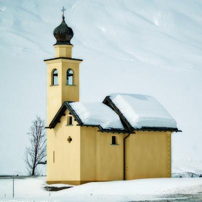 Pohľadnica Vianoce kostolik zima  -