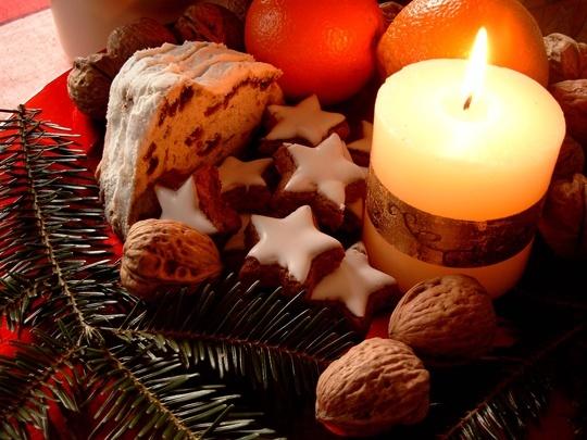 Pohľadnica Vianoce sviecka medovnicky  -